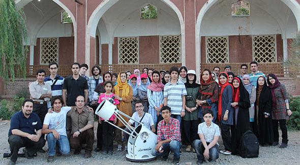 جمع صمیمی رصدگران انجمن در کنار موزه ابیانه سال 1392