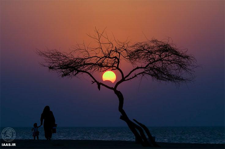 خورشيدكرفتكي در ساحل بلاج الجزاير جنوب بحرين  روز يكشنبه ساعت ٤:٤٦ به وقت محلي بحرين GTM+3:00 - عکاس: محمد صادق آل عُصفور