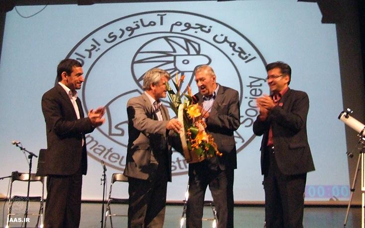 تقدیر از استاد غزنی در همایش سیزدهمین سالروز تاسیس انجمن نجوم آماتوری ایران