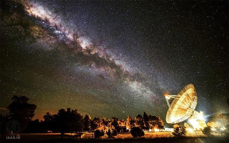 کهکشان راه شیری بر فراز رصدخانه رادیویی