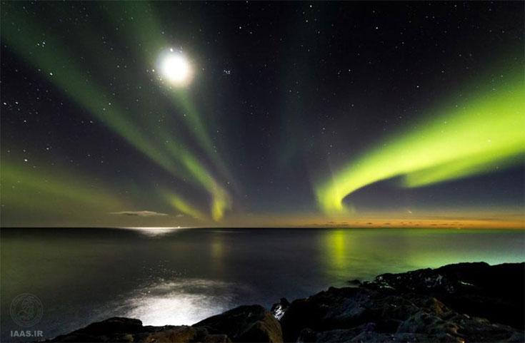 تصویر اینگولفور بجارگموندسن از بازتاب خورشید در صفحه ماه و دنبالهدار پن استارز