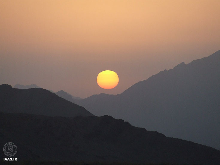طلوع خورشید در آسمان ابیانه - عکاس: مسعود عتیقی