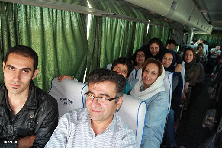 همه خوشحال و خندان در مسیر برگشت - عکاس: علی نوروزی