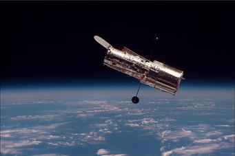 سنسورهاي راهنماي خوب تلسكوپ فضايي هابل براي اندازه گيريهاي بسيار دقيق اختلاف منظر مورد استفاده قرارگرفت كه سبب تعيين فاصله اخترهاي كوتوله نزديك مي شود.