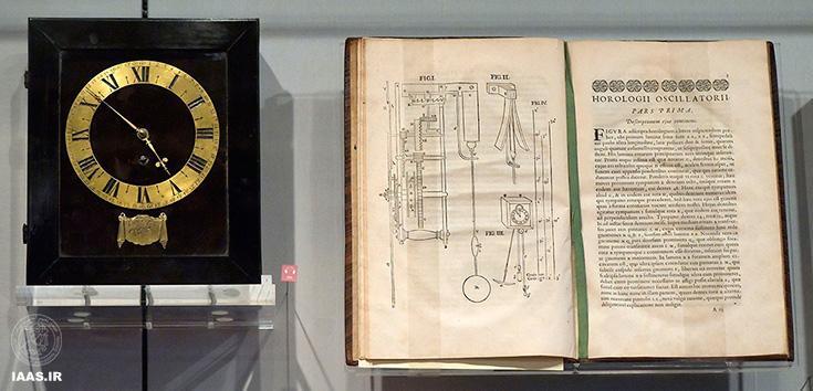 ساعت پاندولی فنر محور، توسط هاجنز طراحی شد و توسط سالمون کوستر ساخته شد (1657) و نسخه نوسان کننده هورولوگیم ، موزه بورهاو ، لیدن.