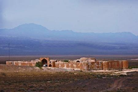 نمای باز کاروانسرای قصر بهرام