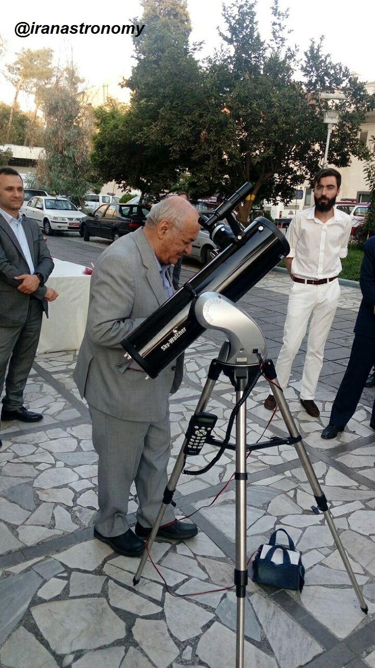 پدر ستاره شناسی آماتوری کشور و مشاهده زیباییهای آسمان از درون تلسکوپ
