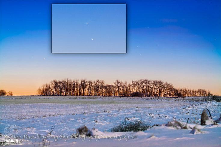 دنباله دار آیسان در گرگ و میش صبح،بالاتر از مرکز تصویر،با عطارد در بالای درختان در سمت چپ تصویر، که در خانه ای در جنوب آلبرتا گرفته شده است. Canon 5D MKII,135 MM,F/2.8,ISO 1600