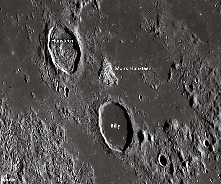 Mons Hansteen ، نوک پیکان،یکی از معدود گدازه های غنی از سیلیکات است که به طور برجسته بر روی ماه قابل مشاهده است. این کوه قمری به واسطه سطح آبله گون و روشن آن، در مقایسه با دریای اطراف آن، به آسانی توسط یک تلسکوپ عادی قابل رصد است.