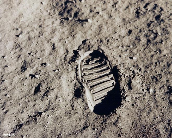 یک جای پا در سنگپوشهای در ماه، عکس گرفتهشده در ماموریت آپولو ۱۱ در ۱۹۶۹. اعتبار عکس: ناسا