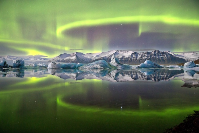 شفق قطبی بر فراز تالاب یخچال طبیعی /  جیمز وودند (از انگلیس)زمین و فضا:برنده برتر
