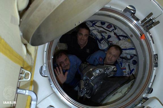 سه فضانورد روس و آمریکایی پیش از جدا شدن از ایستگاه فضایی بین المللی