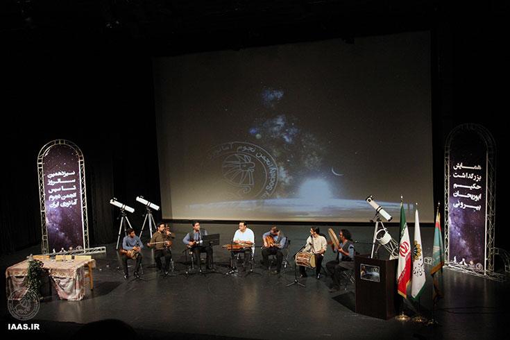 اجرای موسیقی زنده آغازگر بخش دوم برنامه بود