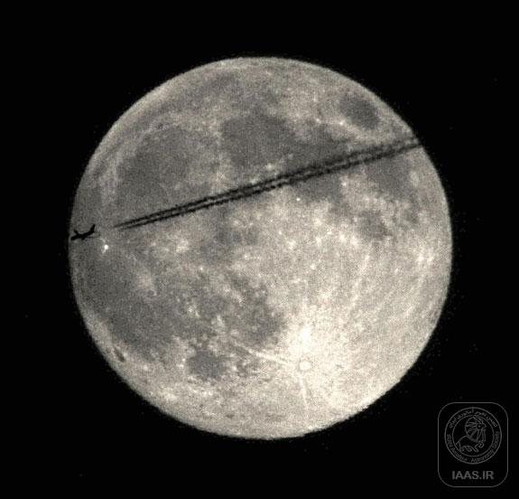 ابرماه 2013 و هواپیمای جت بر فراز وارن آمریکا - عکاس: Chris Jankowski